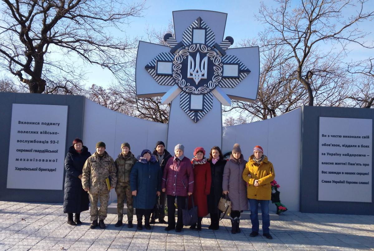 Батьки загиблих захисників з Павлограда вшанували пам ять бійців 93 та 25  бригад (Фото) 1482882761f43