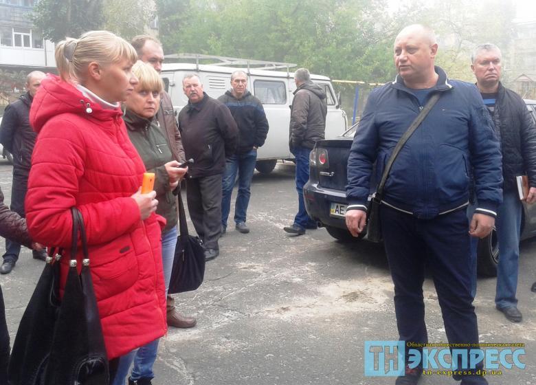 Жители жалуются заммэра Виталию Мовчану